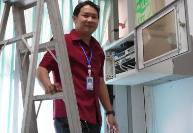 ซ่อมสัญญาณอินเทอร์เน็ต ที่อาคารศูนย์วิทยาบริการ